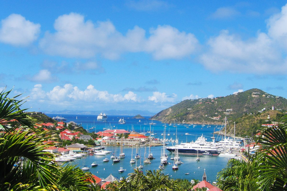 Charter a Private Jet to the Island of St. Barts